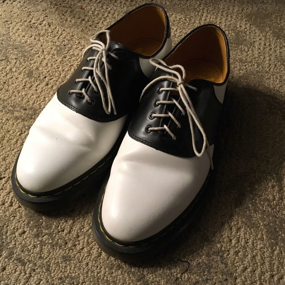 Doc Martens, Dr. Martens saddle shoe